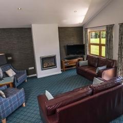 Drummond-Chalet-living-room