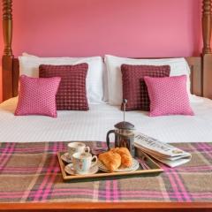 Breakfast in bed  in a chalet at Loch Lomond Waterfront