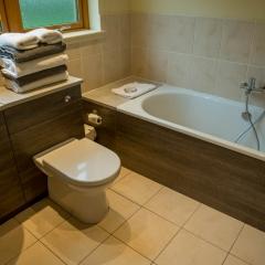 An en-suite bathroom in a lodge at Loch Lomond Waterfront