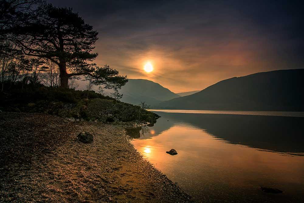the settign sun over Loch Lomond